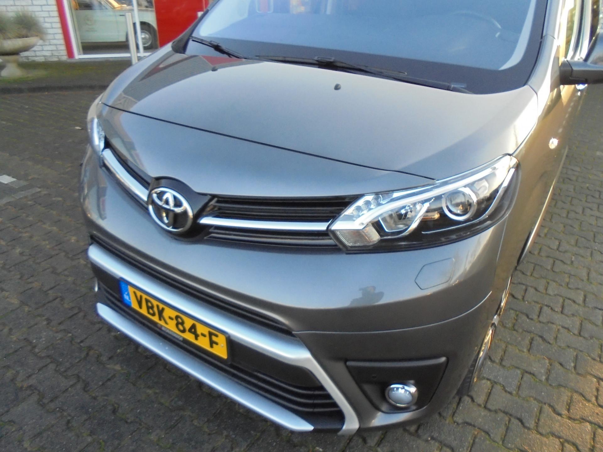 Toyota ProAce Worker bouwjaar 2019 va € 651,- pm - onlineautoleasen.nl T. 0316 - 84 72 72