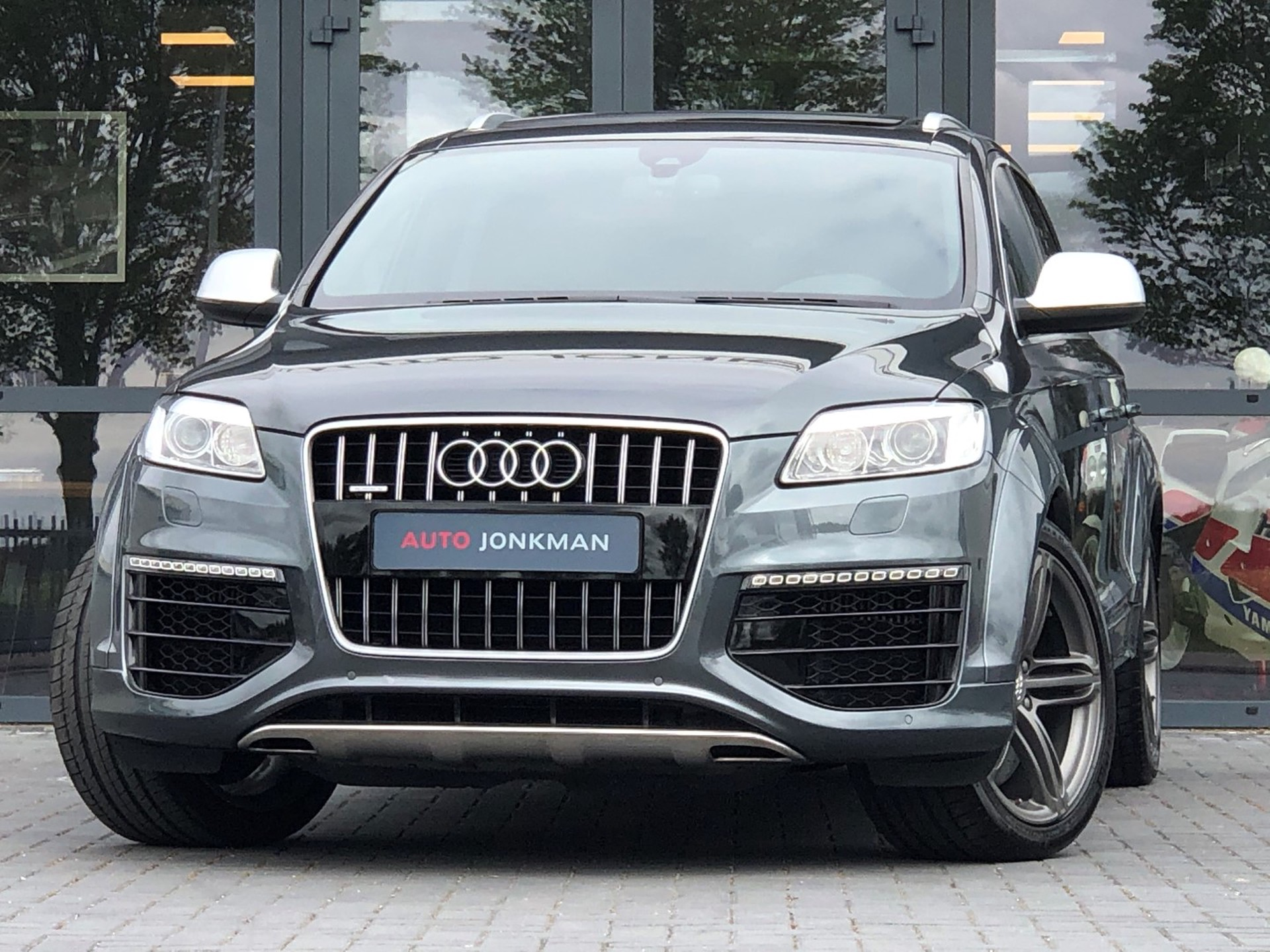 Audi-Q7-6.0 V12 TDI quattro 5+2 Keramische schijven, Dubbel dak, Adaptive cruise control, DVD , etc.-Auto Jonkman